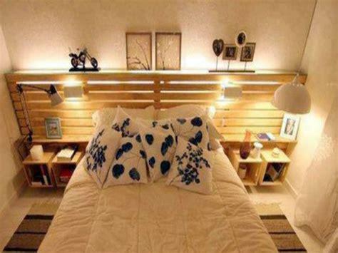 tete de lit table de nuit lit palette avec tete de lit rangement dans chambre