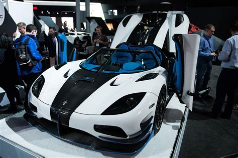 koenigsegg agera r white and blue koenigsegg strikes throttle with 1 360 hp agera rs1