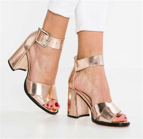 donna e 17 migliori idee su scarpe da donna su sandali