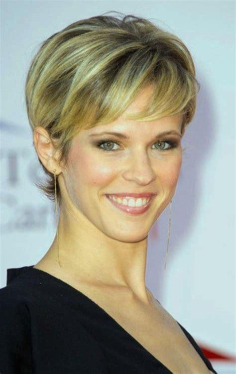 coupe pour femme coupe de cheveux courte pour femme de 50 ans