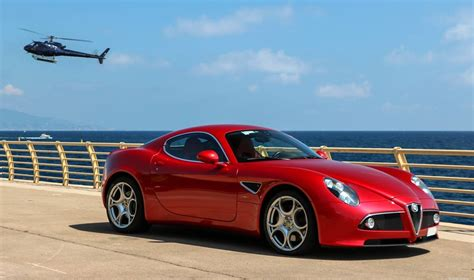 eye alfa romeo 8c and the sea