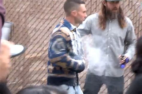 adam levine blasted in the face with sugar hollyscoop adam levine sugar bomb jimmy kimmel watch arrest idolator