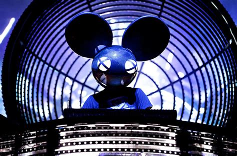 deadmau5 hit save deadmau5 tells kanye west to save his money for a 4th