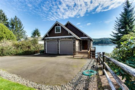 Oregon Cabin Rental by Vista Point Lakehouse On Siltcoos Lake 4 Bd Vacation