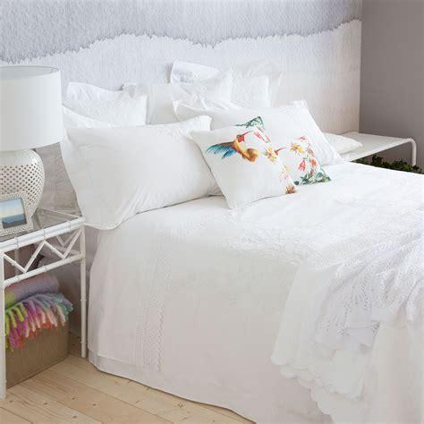 almohadas zara s 225 banas y fundas percal egipcio bordado bedroom