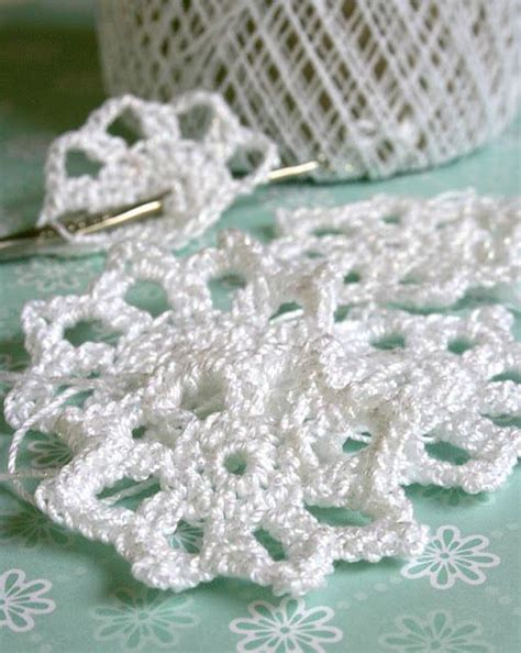 crochet snowflake pattern worsted weight yarn crochet snowflakes crochet snowflake pattern and easy