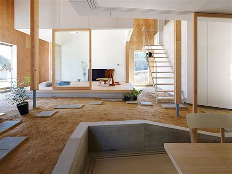 Platform Living Room by Suppose Design Office House In Takaya