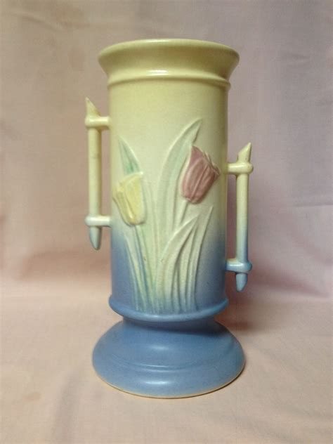 Hull Pottery Vase by Hull Pottery Tulip Vase Collectors Weekly