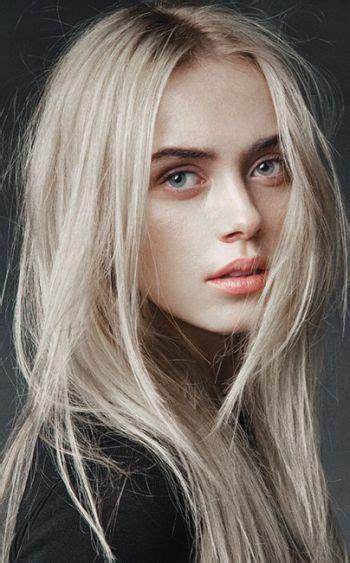 find actress that had a natural gray streak in front les 25 meilleures id 233 es de la cat 233 gorie blond polaire sur