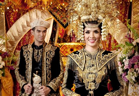 Foto Baju Melayu Pria okezone week end atribut busana pengantin khas minang yang terkenal megah okezone lifestyle