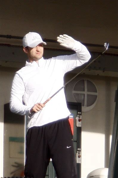 justin timberlake golf swing justin timberlake in justin timberlake seen practicing his
