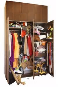 ordentlicher kleiderschrank ordnung im kleiderschrank farb und stil coach