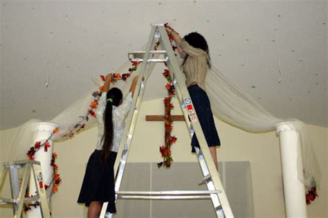 When Should You Put Up Decorations by Us Four Adventure Galore October 2005