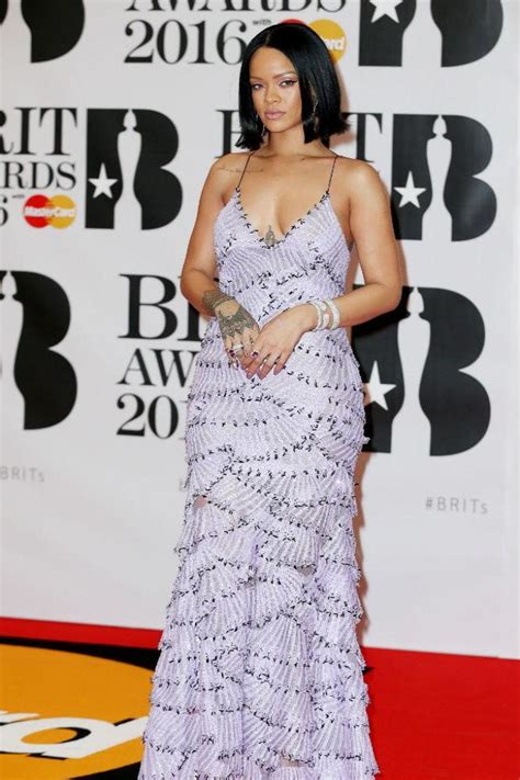 rihanna biography in spanish rihanna s fashion sense was inspired by her mother myinforms