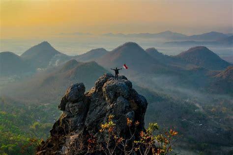 melihat keindahan jawa tengah  timur melalui gunung cumbri