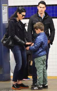 what kind of purse does juianna margolis carry in the good wife julianna margulies hops on the subway as she spends a
