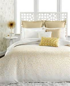 Gold And White Bedding by 25 Best Ideas About White And Gold Comforter On