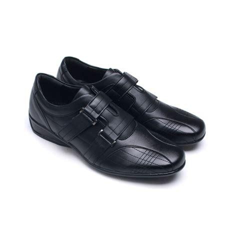 mens one velcro stitch detail comfort wedge heel