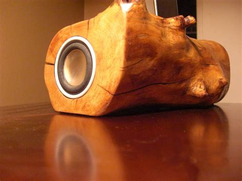 Handmade Audio - handmade wooden ipod dock speaker gadgetsin
