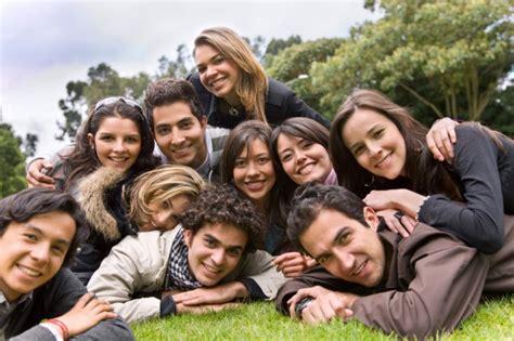 imagenes de grupos alegres 21 h 225 bitos das pessoas extremamente felizes qga
