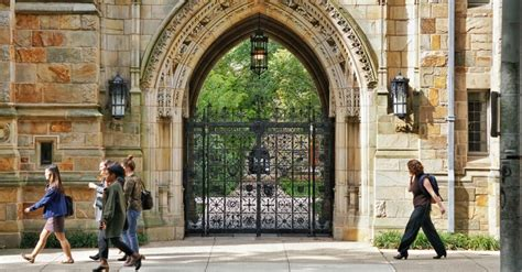 Yale Pre Mba by Yale To Offer Mba Scholarships For Ambitious