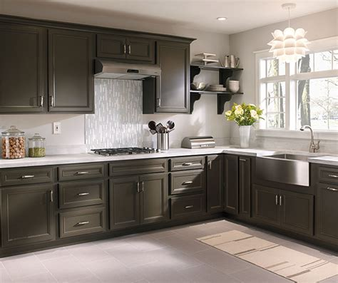 diamond kitchen cabinets lowes diamond at lowes find your style basden truecolor elk