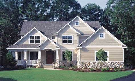 Bungalow Vs Ranch by Craftsman Built With Vinyl Siding Craftsman Exterior