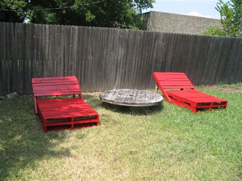 neat ideas for re using wooden pallets