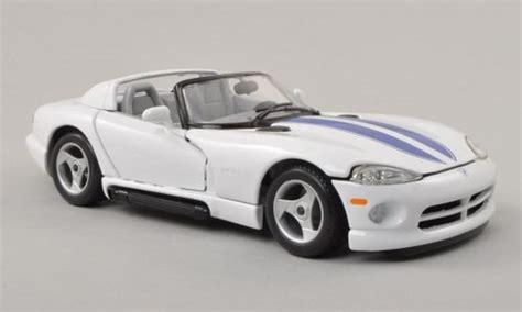 Diecast Burago 124 Dodge Viper Gts Coupe Biru dodge viper miniature rt 10 blanche bleu burago 1 24