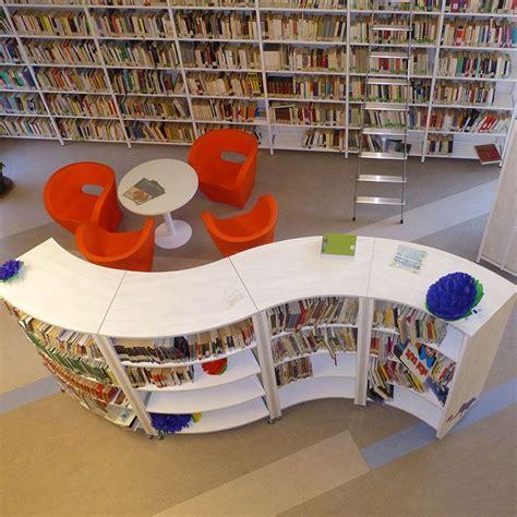 scaffali biblioteca arredamento biblioteca scaffali per libri mobile curvo