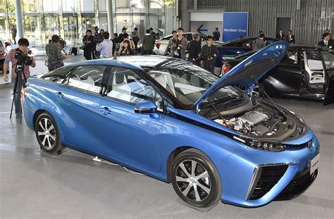 Hydrogen Car Toyota Toyota S Hydrogen Powered Mirai Goes On Sale In Japan