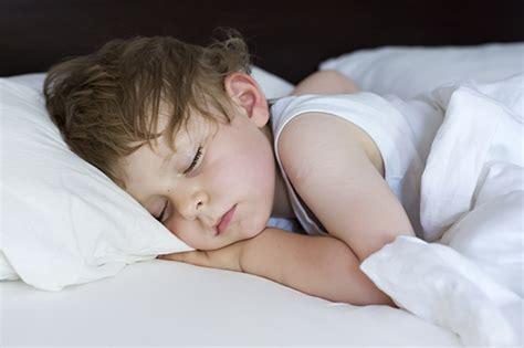 Schlagen Im Schlaf by Warum Genug Schlaf F 252 R Kinder So Wichtig Ist Familie De