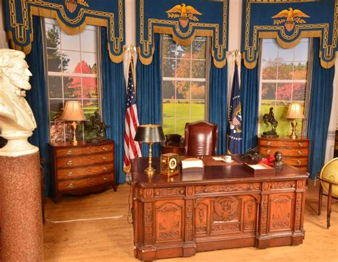Oval Office Desk Replica by 13 Best Grupos Estil 237 Sticos Escenogr 225 Ficos Images On
