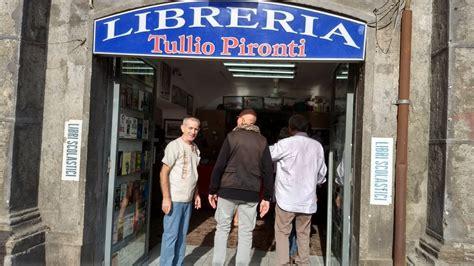 libreria piazza dante napoli festa a piazza dante per gli 80 anni di tullio pironti l