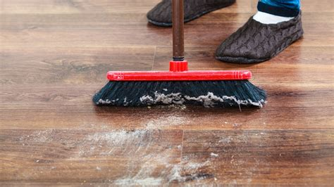 best type of broom for laminate floors