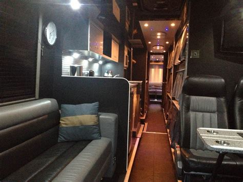 tour bus bedroom 6 8 or 10 berth luxury single decker sleeper bus