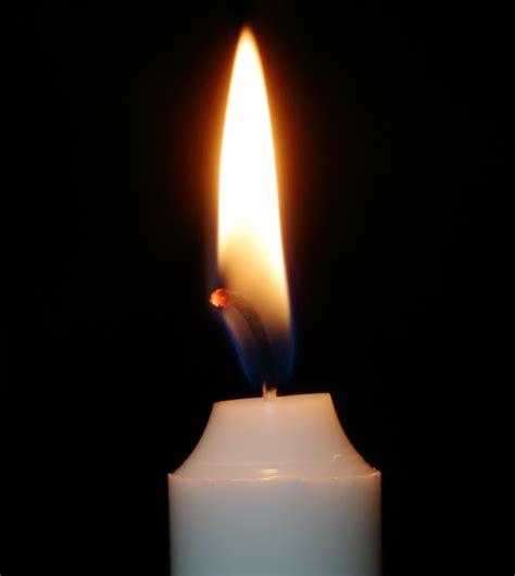Wie Stellt Kerzen by Warum Brennt Eine Kerze
