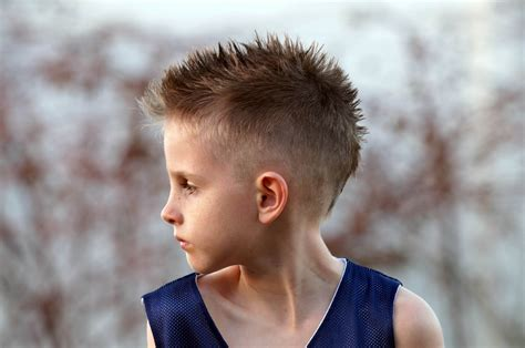 boys cool faded fohawk haircut how to cut a boy s mohawk fohawk hair cut tutorial