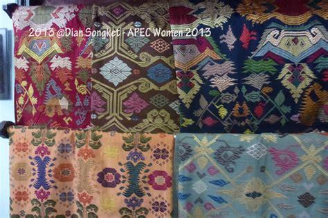 baju batik perempuan2 tenun songket bali budaya dan tradisi yang menambah