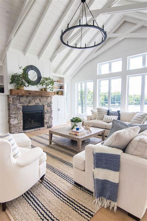 lake house blue  white living room decor blue white