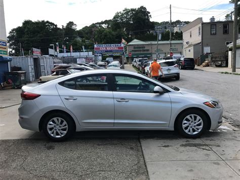 Used Hyundai Elantra by Used 2017 Hyundai Elantra Se Sedan 11 990 00