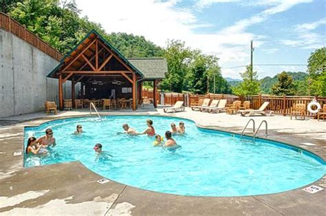 Cabins In Pigeon Forge With Pool Access by 8 Excellent Cabins In Pigeon Forge With Pool Access