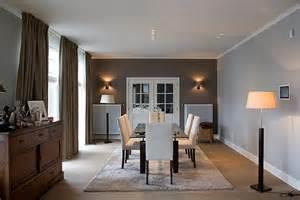 ordinaire table ancienne et chaises modernes 2 salle
