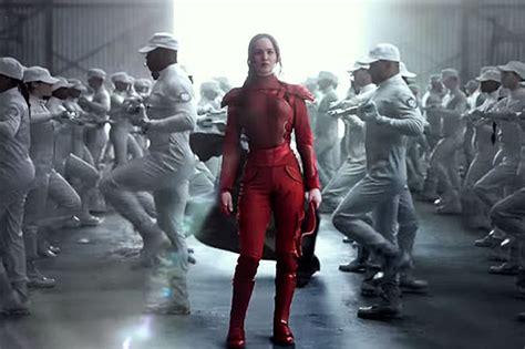 hunger games     posters show katniss