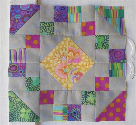 Everyday Celebrations Simple Patchwork Pillows Free Pattern - box block favequilts