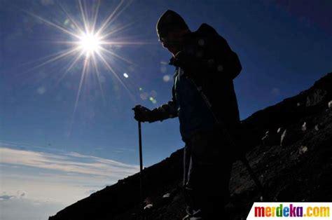 rekomendasi film pendakian gunung foto tim pendaki merdeka com taklukkan gunung semeru