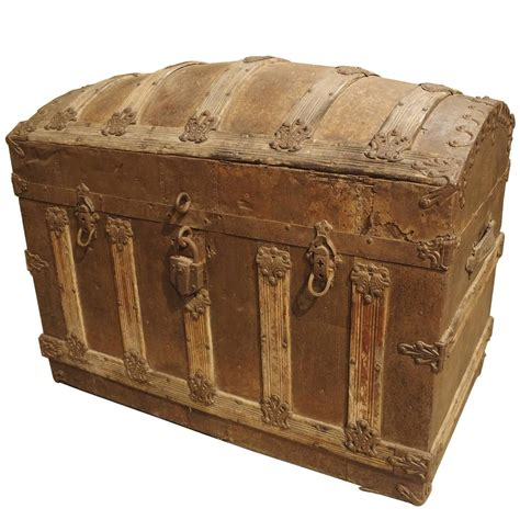 beautiful travel trunks antique american barrel top travel trunk circa 1885 at 1stdibs