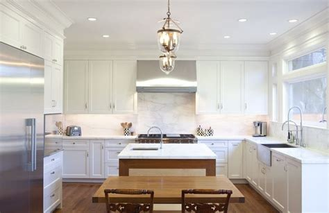 white cabinets with crown molding 25 best crown molding kitchen ideas on