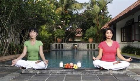tutorial yoga di rumah asyiknya yoga di rumah