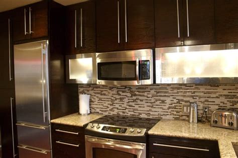 what color of the cabinets is the color of libretti or chocolate pear it looks morden